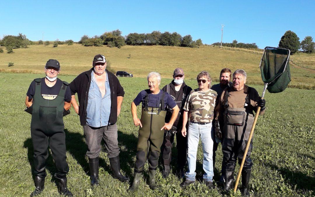 Les bénévoles de l'AAPPMA en sauvetage dans le haut-Doubs